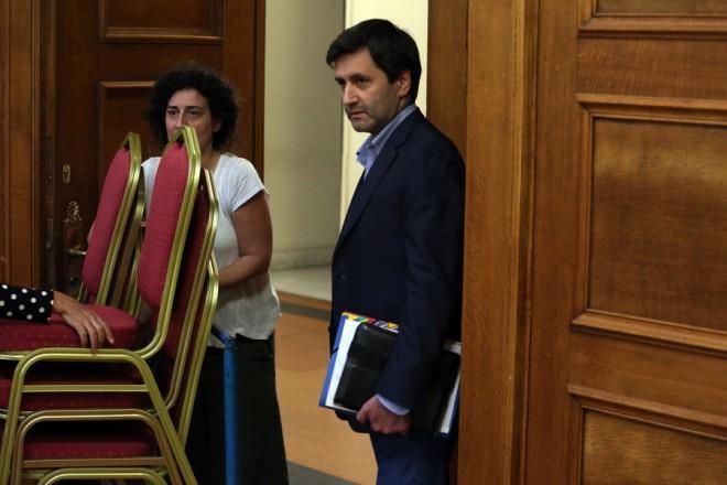 Ο ΑνΥΠΟΙΚ Γιώργος Χουλιαράκης  στη σημερινή συνεδρίαση της διευρυμένης ΕΠΕΚΕ της ΚΟ του ΣΥΡΙΖΑ στη Βουλή, σχετικά με την ενημέρωση για το  προσχέδιο προϋπολογισμού του 2019, Τετάρτη 3 Οκτωβρίου 2018. ΑΠΕ-ΜΠΕ/ΑΠΕ-ΜΠΕ/Αλέξανδρος Μπελτές