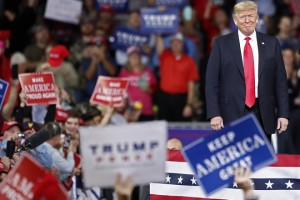 epa07075356 Unites States President Donald J. Trump waves to crowd after speaking to supporters at a rally in Topeka, Kansas, USA, 06 October 2018. According to media reports on 06 October 2018, US Supreme Court nominee Brett Kavanaugh was elected to the Supreme Court by the US Senate, that voted in favour 50 to 48.  EPA/LARRY W. SMITH