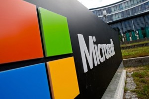 epa04863560 The Microsoft logo outside the software company's German headquarters in Unterschleissheim, Germany, 28 July 2015. Microsoft will launch its new and much anticipated operating system Windows 10 on 29 July 2015.  EPA/SVEN HOPPE