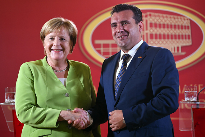 epa07005169 German Chancellor Angela Merkel (L) shakes hands with The Former Yugoslav Republic of Macedonia Prime Minister Zoran Zaev (R) after a joint press conference at the Government building in Skopje, The Former Yugoslav Republic of Macedonia, 08 September 2018. Merkel is in the The Former Yugoslav Republic of Macedonia on a one-day official visit.  EPA/GEORGI LICOVSKI