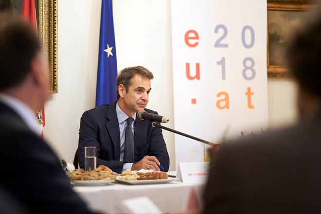 O Πρόεδρος της Νέας Δημοκρατίας  Κυριάκος Μητσοτάκης είχε το πρωί πρόγευμα εργασίας με τους επικεφαλής των διπλωματικών αντιπροσωπειών των κρατών-μελών της Ε.Ε. στην κατοικία της Πρέσβεως της Αυστρίας, την Τετάρτη 10 Οκτωβρίου 2018.  Η συνάντηση πραγματοποιήθηκε κατόπιν πρωτοβουλίας της πρεσβείας της Αυστρίας στην Αθήνα, στο πλαίσιο της αυστριακής προεδρίας της Ε.Ε.  ΑΠΕ-ΜΠΕ/ΓΡΑΦΕΙΟ ΤΥΠΟΥ ΝΔ/ΔΗΜΗΤΡΗΣ  ΠΑΠΑΜΗΤΣΟΣ