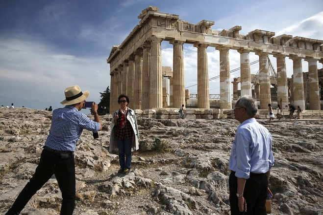 tourists-greece