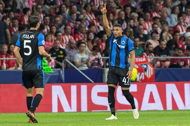 epa07067424 Club Brugge's Arnaut Danjuma (R) celebrates after scoring the 1-1 equalizer during the UEFA Champions League soccer match between Atletico Madrid and Brugge KV at the Wanda Metropolitano stadium in Madrid, Spain, 03 October 2018.  EPA/RODRIGO JIMENEZ