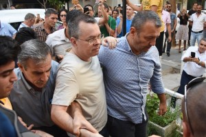 epa06910221 US pastor Andrew Brunson (C) is released from jail and will be put under house arrest during the duration of his trial, at Aliaga Prison in Izmir, Turkey, 25 July 2018. The US pastor has been in custody for two years under terror and espionage charges.  EPA/MUSTAFA KOPRULU