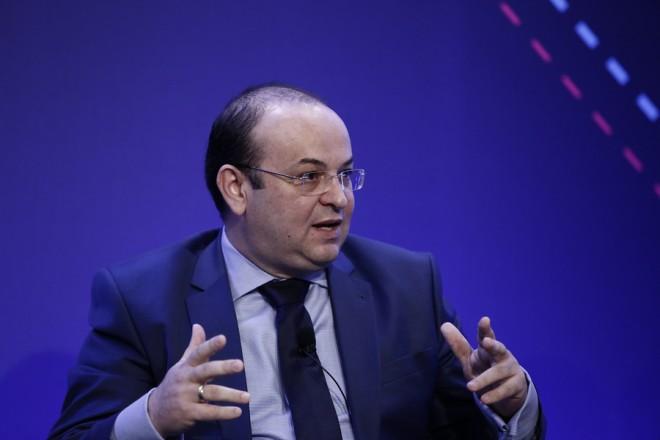 "O υφυπουργός παρά τω πρωθυπουργώ, Δημήτρης Λιάκος μιλάει κατά τη  διάρκεια διήμερου συνεδρίου με θέμα ""Σχεδιάζουμε το μέλλον με επενδύσεις"", που διοργανώνει ο ΣΕΒ, στο ξενοδοχείο Κάραβελ,  Αθήνα Τρίτη 24 Απριλίου 2018.  ΑΠΕ-ΜΠΕ/ΑΠΕ-ΜΠΕ/ΓΙΑΝΝΗΣ ΚΟΛΕΣΙΔΗΣ"