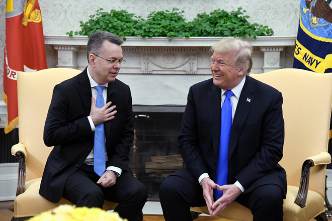epa07091496 US President Donald J. Trump (R) meets with Pastor Andrew Brunson (L) in the Oval Office of the White House in Washington, DC., USA, 13 October 2018. Pastor Andrew Brunson arrived back in the USA on 13 October after being released from prison in Turkey on 12 October in which he was held for two years on terrorism charges.  EPA/OLIVIER DOULIERY / POOL