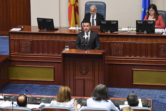 Πώς διαμορφώνονται μέχρι τώρα οι ισορροπίες στη βουλή των Σκοπίων για το Σύνταγμα