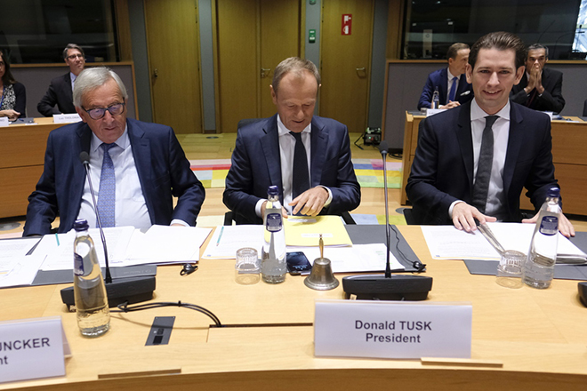 epa07096950 European Commission President Jean-Claude Juncker (L) and European Union Council President Donald Tusk and Austria's Chancellor Sebastian Kurz (R) prior to a tripartite social summit in Brussels, Belgium, 16 October 2018. The Tripartite Social Summit is a forum for dialogue between the EU institutions at president level and the European social partners at top management level.  EPA/OLIVIER HOSLET
