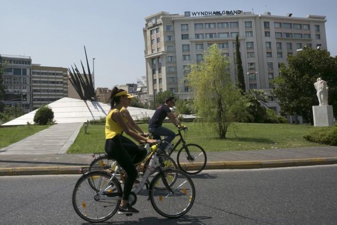 Το ξενοδοχείο Wyndham Grand που άνοιξε πρόσφατα στην πλατεία Καραϊσκάκη, Αθήνα Κυριακή 25 Ιουνίου 2017. Ρεκόρ αφίξεων αναμένεται φέτος στην κίνηση των τουριστών από τους οποίους αρκετές χιλιάδες θα διανυκτερεύσουν στα δεκάδες ξενοδοχεία του κέντρου της Αθήνας.  ΑΠΕ-ΜΠΕ/ΑΠΕ-ΜΠΕ/ΟΡΕΣΤΗΣ ΠΑΝΑΓΙΩΤΟΥ