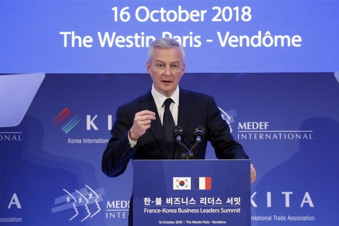epa07096912 French Economy Minister Bruno Le Maire makes his speech during a meeting held by the Medef, association of the French employers, at the Westin Hotel in Paris, France, 16 October 2018. South Korean President Moon Jae-in is on a three-day official state visit to France.  EPA/YOAN VALAT AFP OUT