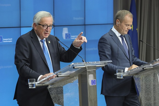 epa07102230 European Commission President Jean-Claude Juncker (L) and European Union Council President Donald Tusk give a press conference during a European Council summit in Brussels, Belgium, 18 October 2018.  The European Council focused on migration and internal security.  EPA/OLIVIER HOSLET