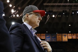 epa05911738 Portland Trail Blazers owner Paul Allen walks off court after the first half against the Golden State Warriors during their NBA playoff game one at Oracle Arena in Oakland, California, USA, 16 April 2017.  EPA/JOHN G. MABANGLO
