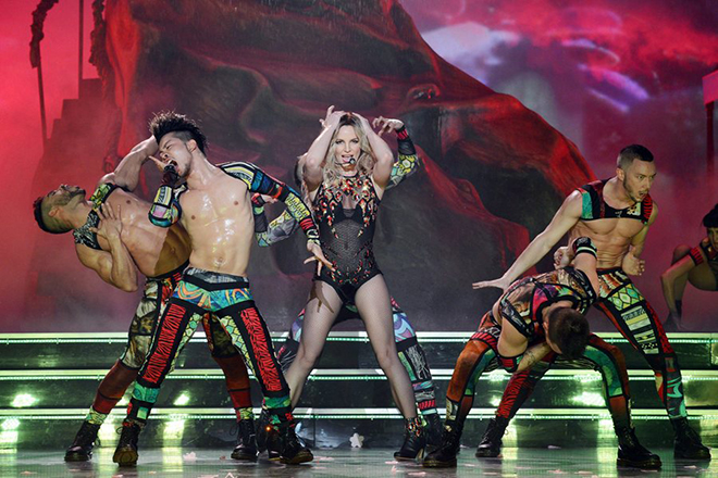 epa04004381 A handout image provided by Caesars Entertainment on 31 December 2013 shows US singer Britney Spears performing during the opening night of her new show 'Britney: Piece of Me' at the Planet Hollywood Resort & Casino in Las Vegas, Nevada, USA on 27 December, starting her two years Las Vegas residency.  EPA/Denise Truscello / HANDOUT  HANDOUT EDITORIAL USE ONLY/NO SALES