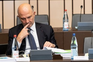 epa07113129 European Commissioner for Economic and Financial Affairs Pierre Moscovici reacts before the weekly meeting of the European Commission at the European Parliament in Strasbourg, France, 23 October 2018. The European Commission is discussing the controversial Italian budget plans for 2019.  EPA/PATRICK SEEGER