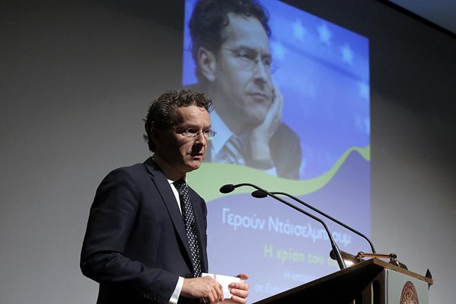 """Ο πρώην πρόεδρος του Eurogroup, Jeroen Dijsselbloom (Γερούν Νταϊσελμπλουμ) μιλάει κατά την παρουσίαση του βιβλίου του """"Η Κρίση του Ευρώ. Η ιστορία εκ των έσω σε Ευρώπη, Ελλάδα και Κύπρο"""" στο αμφιθέατρο Cotsen Hall της Αμερικάνικης Σχολής Κλασσικών Σπουδών, Γεννάδειος Βιβλιοθήκη, Αθήνα, Τρίτη 23 Οκτωβρίου 2018. ΑΠΕ-ΜΠΕ/ΑΠΕ-ΜΠΕ/ΣΥΜΕΛΑ ΠΑΝΤΖΑΡΤΖΗ"""