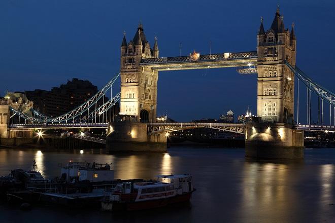 Fitch: Η Βρετανία δεν θα έχει μια ομαλή έξοδο από την ΕΕ