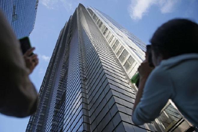 Γάλλος «Spider-Man» σκαρφαλώνει σε ουρανοξύστη 230 μέτρων στο Λονδίνο (Βίντεο)