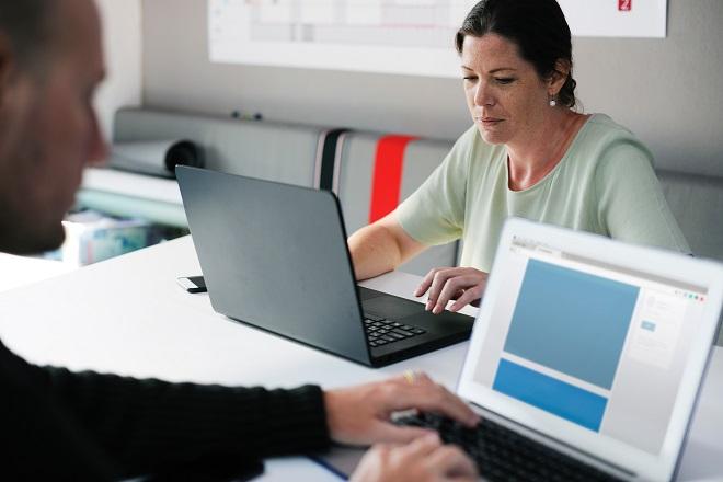 Πρόστιμα στη Γαλλία σε επιχειρήσεις που αμείβουν λιγότερο τις γυναίκες