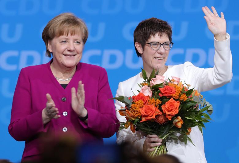 H «μίνι Μέρκελ» που θέλει να πάρει τη θέσης της στην ηγεσία του CDU