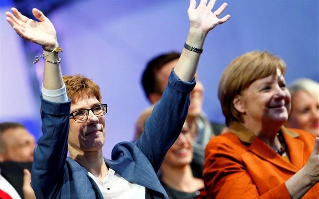 Ακατάλληλη για την Καγκελαρία κρίνει τη διάδοχο της Μέρκελ το 51% των Γερμανών