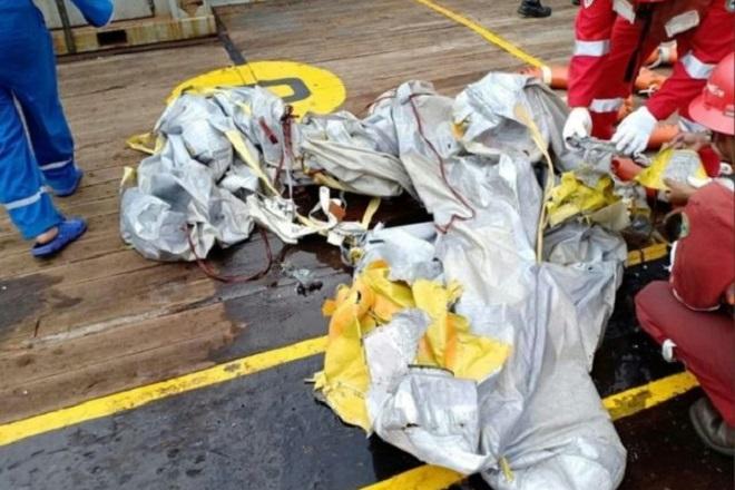 Αεροσκάφος με 189 επιβαίνοντες κατέπεσε στα ανοικτά της Ινδονησίας