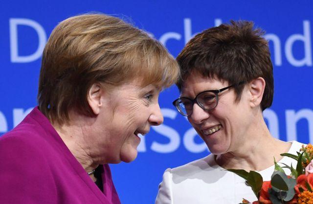 Να παραμείνει η Μέρκελ στο τιμόνι της Γερμανίας δείχνουν να προτιμούν οι Γερμανοί πολίτες