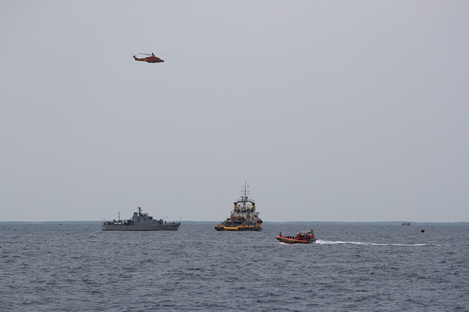 epa07131147 Members of an Indonesian rescue team during the recovery mission for the crashed Lion Air flight JT-610 plane at Tanjung Pakis Sea, West Java, Indonesia 30 October 2018. According to media reports on 29 October 2018, Lion Air flight JT-610 lost contact with air traffic controllers soon after takeoff then crashed into the sea. The flight was en route to Pangkal Pinang, and reportedly had 189 people onboard.  EPA/BAGUS INDAHONO