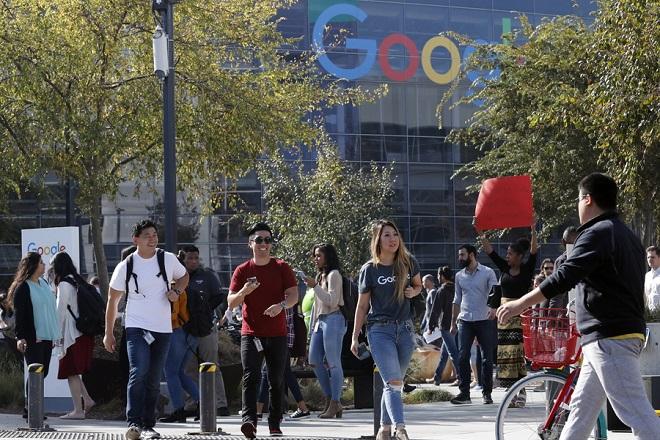Χιλιάδες «Googlers» διαδηλώνουν στην Σιλικον Βάλεϊ κατά της σεξουαλικής παρενόχλησης (Βίντεο)