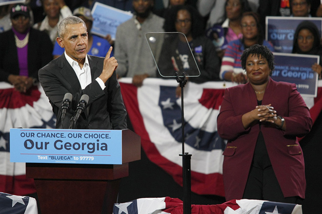epa07138012 Former President Barack Obama (L) campaigns for Georgia Democratic Gubernatorial Candidate Stacey Abrams (R) in Atlanta, Georgia, USA, 02 November 2018. Abrams faces a challenge from Republican candidate Brian Kemp in the 06 November general election.  EPA/TAMI CHAPPELL