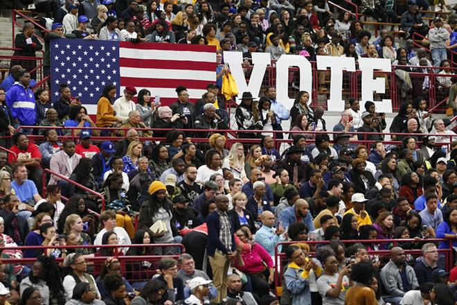 Δέκα αριθμοί που εξηγούν το διακύβευμα των ενδιάμεσων εκλογών στις Ηνωμένες Πολιτείες