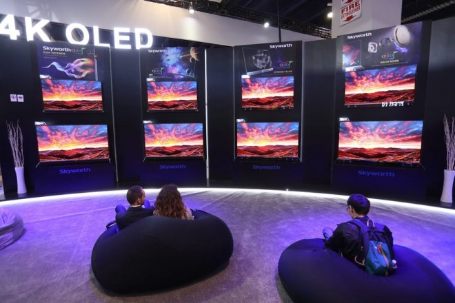 epa05702355 Attendees watch an array of Skyworth OLED TVs at the 2017 International Consumer Electronics Show in Las Vegas, Nevada, USA, 06 January 2017. The annual CES which takes place from 5-8 January is a place where industry manufacturers, advertisers and tech-minded consumers converge to get a taste of new gadgets and innovations coming to the market each year.  EPA/MIKE NELSON