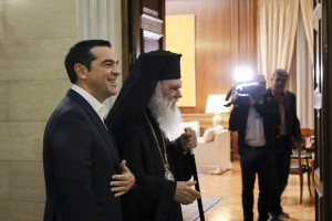 (Ξένη Δημοσίευση) Ο πρωθυπουργός Αλέξης Τσίπρας υποδέχεται τον Αρχιεπίσκοπο Αθηνών Ιερώνυμο κατά τη διάρκεια της συνάντησής τους, την Τρίτη 6 Νοεμβρίου 2018, στο Μέγαρο Μαξίμου. O πρωθυπουργός με τον Αρχιεπίσκοπο Αθηνών συζήτησαν για το θέμα της θρησκευτικής ουδετερότητας και την αξιοποίηση της εκκλησιαστικής περιουσίας στο πλαίσιο της συνταγματικής αναθεώρησης. ΑΠΕ-ΜΠΕ/ΓΡΑΦΕΙΟ ΤΥΠΟΥ ΠΡΩΘΥΠΟΥΡΓΟΥ/Andrea Bonetti