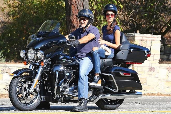Ο Τζορτζ Κλούνεϊ βγάζει στο «σφυρί» την Harley-Davidson του για καλό σκοπό