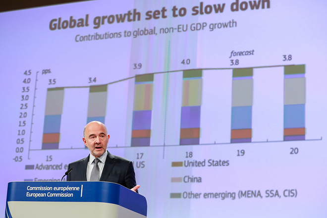 epa07150248 European Commissioner for Economic and Financial Affairs, Pierre Moscovici gives a press conference on the Autumn 2018 Economic Forecast at the European Commission in Brussels, Belgium, 08 November 2018.  EPA/STEPHANIE LECOCQ