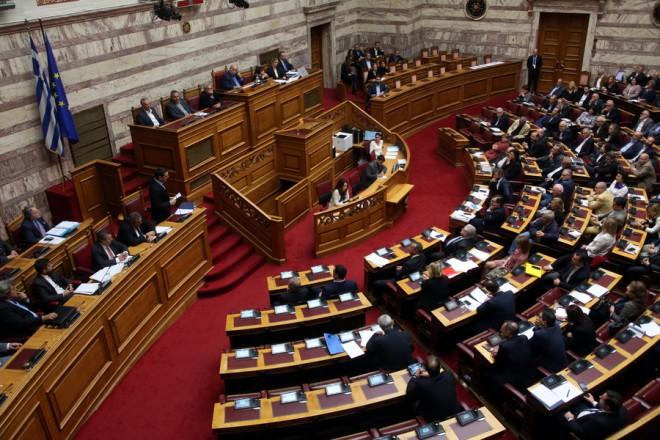 Ο πρωθυπουργός Αλέξης Τσίπρας μιλάει στη  σημερινή συνεδρίαση με μόνη συζήτηση και ψήφιση επί της αρχής, των άρθρων και του συνόλου του σχεδίου νόμου του Υπουργείου Εργασίας, Κοινωνικής Ασφάλισης και Κοινωνικής Αλληλεγγύης: «Ενσωμάτωση στην ελληνική νομοθεσία της Οδηγίας 2014/50/ΕΕ του Ευρωπαϊκού Κοινοβουλίου και του Συμβουλίου της 16ης Απριλίου 2014, σχετικά με τις ελάχιστες προϋποθέσεις για την προαγωγή της κινητικότητας των εργαζομένων μεταξύ των κρατών-μελών με τη βελτίωση της απόκτησης και της διατήρησης δικαιωμάτων συμπληρωματικής συνταξιοδότησης (L128/1 της 30.4.2014)», Πέμπτη 8 Νοεμβρίου 2018. ΑΠΕ-ΜΠΕ/ΑΠΕ-ΜΠΕ/Αλέξανδρος Μπελτές