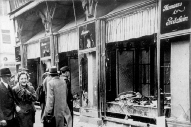 A Jewish shop in Magdeburg on the morning after the progrom Bundesarchiv Wikimedia Commons