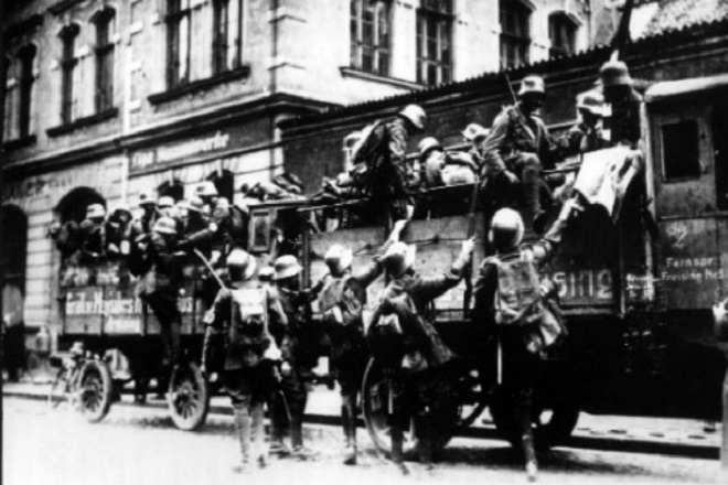 SA paramilitary troops prepare for the Putsch in Munich on November 9th 1923 DPA