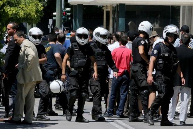 Economist για Ρουβίκωνα: Πως μία ομάδα ταραχοποιών παραμένει ατιμώρητη