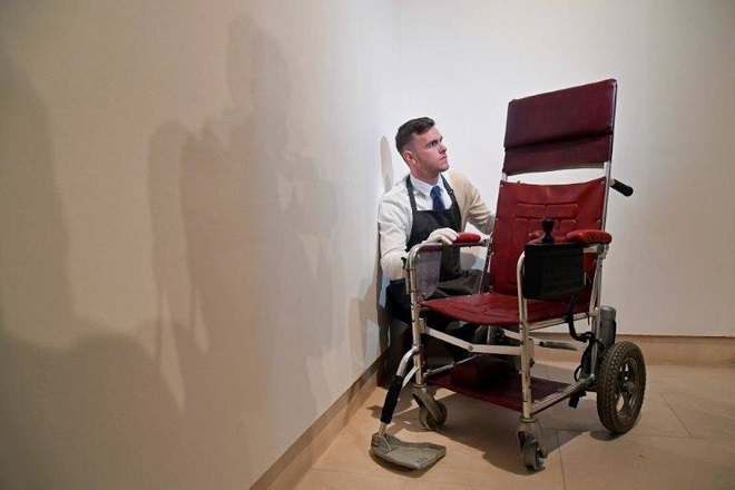 Προσωπικά αντικείμενα του Στίβεν Χόκινγκ δημοπρατήθηκαν για φιλανθρωπικό σκοπό