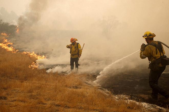 Στους 42 ανέβηκε ο αριθμός των θυμάτων από τη φονική πυρκαγιά στην Καλιφόρνια