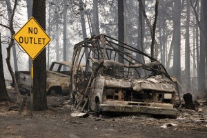 epaselect epa07160051 Burned out vehicle sits in the front yard of a Paradise home in the Pentz road area as the Camp Fire continues to burn through the region, fueled by high winds in Butte County, California, USA, 10 November 2018 (issued 11 November 2018). The nearby communities of Pulga, Paradise and Concow, have been ordered to evacuate the area.  EPA/PETER DASILVA