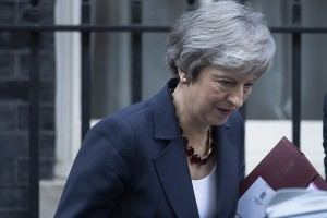 epa07164512 Britain's Prime Minister Theresa May leaves Downing Street in London, Britain, 14 November 2018. British cabinet will hold a meeting later at the day to discuss the draft text of the Brexit agreement. According to reports, British and European Union officials have agreed on the draft deal after months of negotiations.  EPA/FACUNDO ARRIZABALAGA