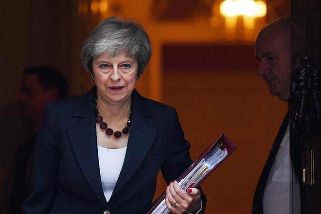 Νέα παράταση στο Brexit σκοπεύει να ζητήσει από την ΕΕ η Τερέζα Μέι