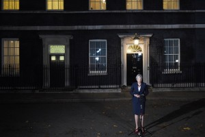 epa07165599 British Prime Minister Theresa May gives a statement outside Downing Street No 10 in London, Britain, 14 November 2018. Theresa May said Cabinet has backed the draft Brexit withdrawal agreement.  EPA/FACUNDO ARRIZABALAGA