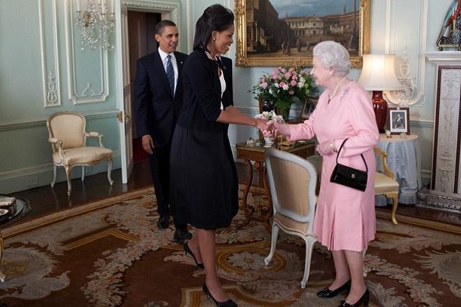 Ο λόγος που η Μισέλ Ομπάμα αγκάλιασε την βασίλισσα Ελισάβετ Β΄(Βίντεο)