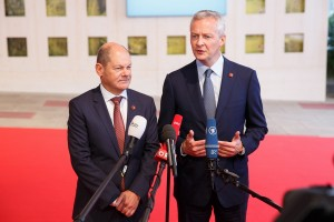epa07004862 German Minister of Finance Olaf Scholz (L) and French Economy Minister Bruno Le Maire (R) address the media ahead of an Informal Meeting of Economic and Financial Affairs Ministers (ECOFIN) at the Austria Center Vienna (ACV) in Vienna, Austria, 08 September 2018. Austria, that took over its third Presidency of the European Council from July 2018 until December 2018, hosts a two-day ECOFIN meeting in Vienna on 07 and 08 September.  EPA/FLORIAN WIESER
