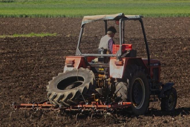 Καταργείται το τέλος επιτηδεύματος στους αγρότες