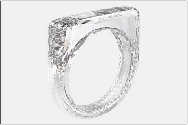 Ο άνθρωπος που άλλαξε για πάντα την Apple βάζει την υπογραφή του σε ένα δαχτυλίδι – έκπληξη