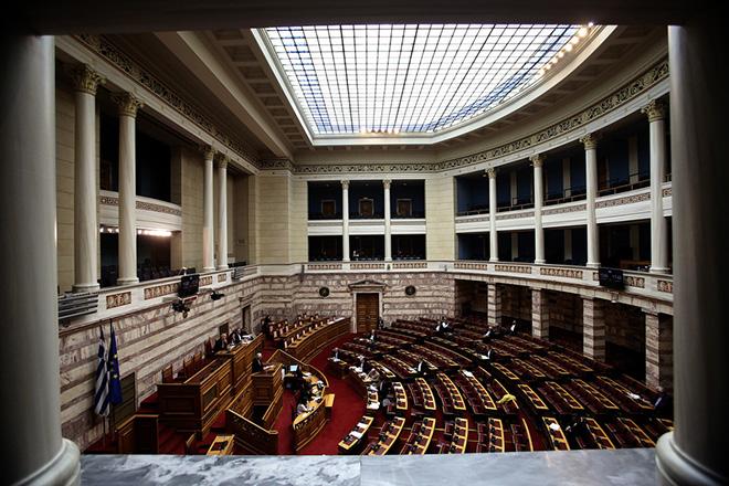 Γενική άποψη από τη συζήτηση στην Ολομέλεια της Βουλής του σχεδίου νόμου του Υπουργείου Εργασίας,  για τη μείωση των ασφαλιστικών εισφορών, Πέμπτη 22 Νοεμβρίου 2018. ΑΠΕ-ΜΠΕ/ΑΠΕ-ΜΠΕ/ΣΥΜΕΛΑ ΠΑΝΤΖΑΡΤΖΗ