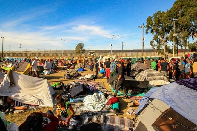 Πάνω από 4.000 μετανάστες έφτασαν στην Τιχουάνα, στα σύνορα του Μεξικό με τις ΗΠΑ